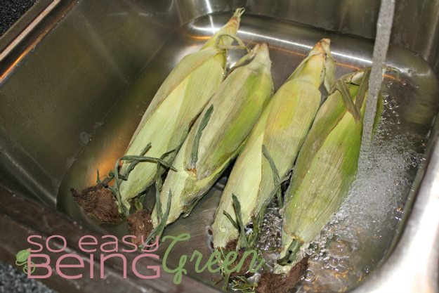 soak corn for grilling for 15 minutes in water