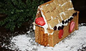 DIY Gingerbread Houses Tutorial – Made with Graham Crackers [Allergy Friendly!]