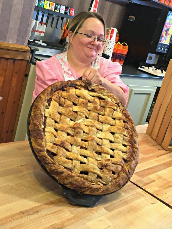 25 Pound Apple Pie Dollywood