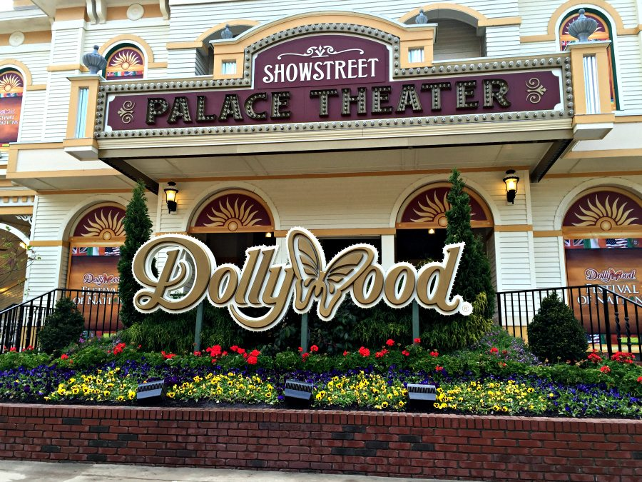 Dollywood showstreet palace theater