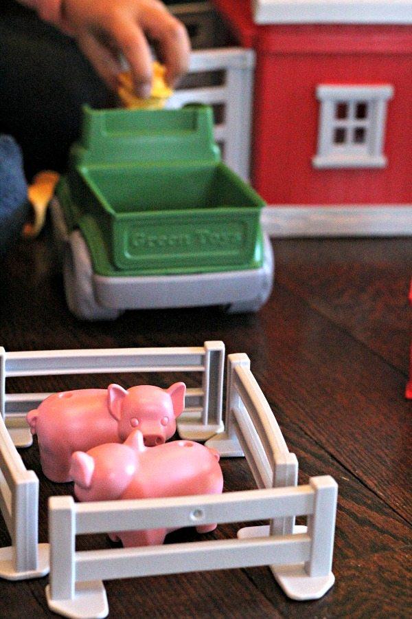 green-toy-pig-farm