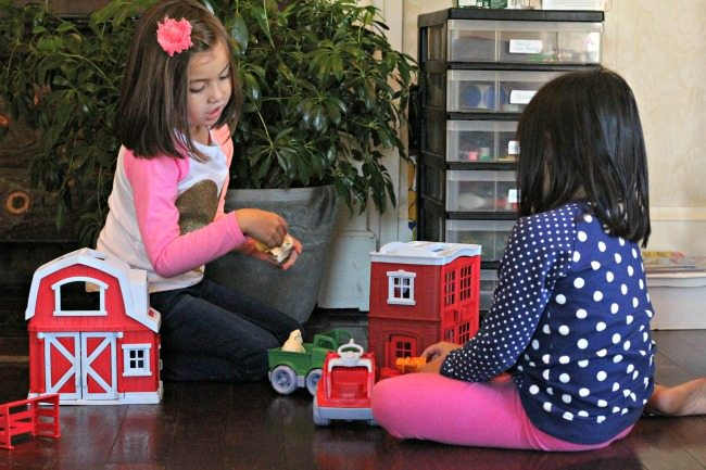 playing-with-green-toys-playsets