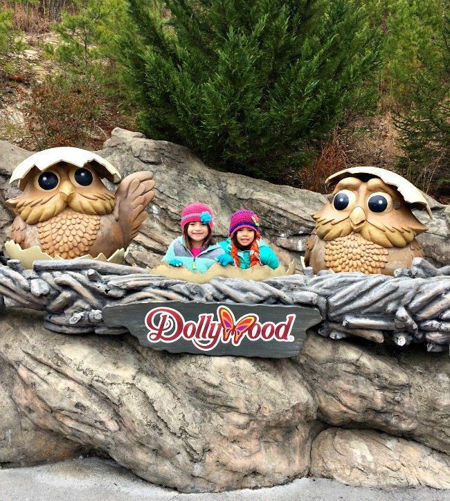 Girls at Dollywood
