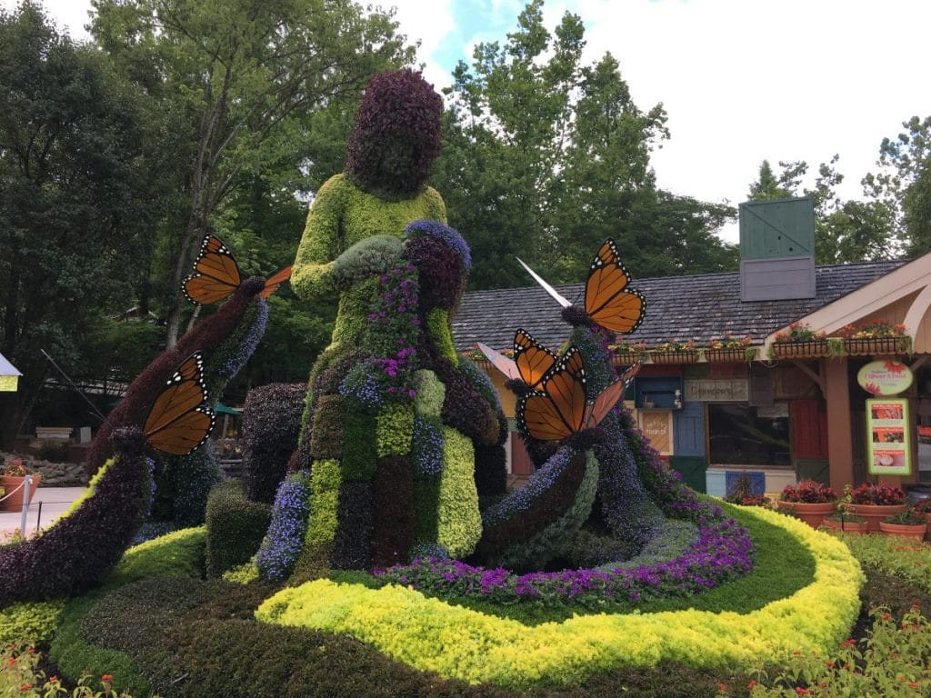 dollywood plant sculpture of coat of many colors